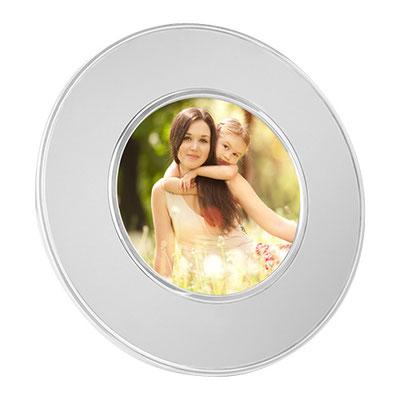 Código PRT 004 -PORTARRETRATO ALBALI- Tamaño de la foto 10 x 10 cm. Material: Aluminio. Tamaño: 17 cm de Diámetro.