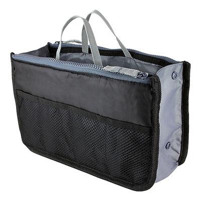 Código SIN 840 -ORGANIZADOR IVERNI- Bolsa central y 2 laterales con cierre. 4 Bolsas de malla en la parte frontal. 2 Compartimentos y 2 bolsas de malla en la parte trasera. Material: Poliéster. Tamaño: 29 x 16.5 cm.