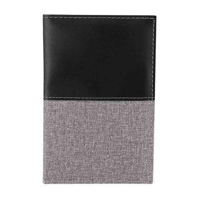 Código  M 80122 PORTA PASAPORTE BROOME (Compartimento para pasaporte y billetes. Incluye elástico para bolígrafo.)   Material: Curpiel.    Tamaño:  10.3 x 15.5 cm