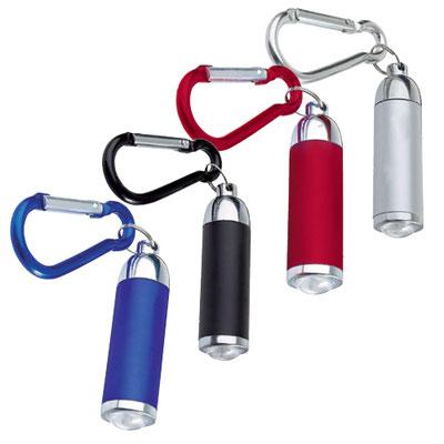 Código LAM 100 - LáMPARA KOBOK- 1 LED. Incluye gancho y 3 baterías de botón. Material: Metal / Plástico. Tamaño: 1.5 x 6.2 cm.