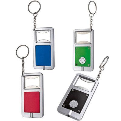 Código DPO 020   Llavero destapador con luz stadium. Incluye 2 baterías de botón.   Material: Plástico -  Tamaño: 3.8 x 12.2 cm