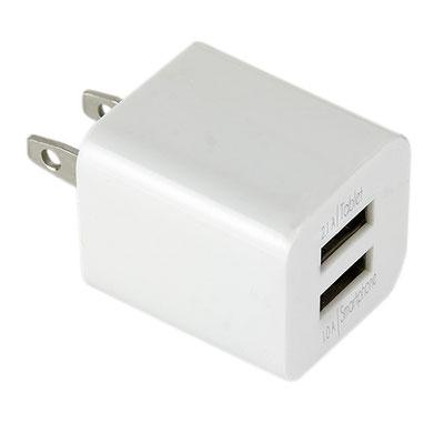 Código CEL 017 B -ADAPTADOR KARFI- Adaptador de corriente con doble entrada USB para smartphone y tablet. Material: Plástico. Tamaño: 3 x 2.7 cm.