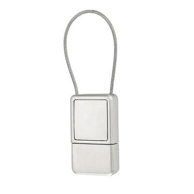 Código USB 100 -USB REGENCY-  Incluye caja individual, 4GB.  Material: Metal .  Tamaño: 2.4 x 4.1 cm.
