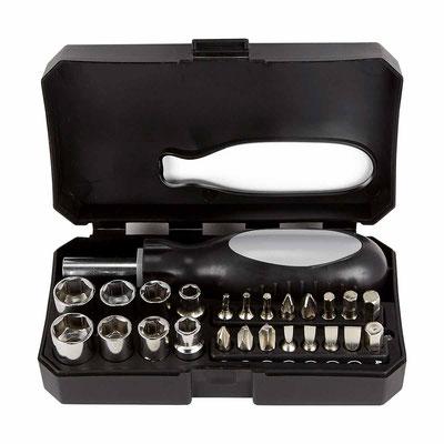 HER 048 SET DE HERRAMIENTAS PITCAIRN (Contiene desarmador, 8 dados y 16 puntas para desarmador. Incluye estuche.)  Material:  Plástico / Acero.   Tamaño:  13.5 x 8 cm.