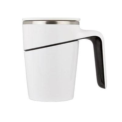 Código TAZ  018  Doble pared. Incluye tapa y chupón de succión que permite la fijación a la superficie evitando el derrame por accidente. Material: Plástico / Acero Inoxidable. Tamaño:  9.8 x 13.2  cm