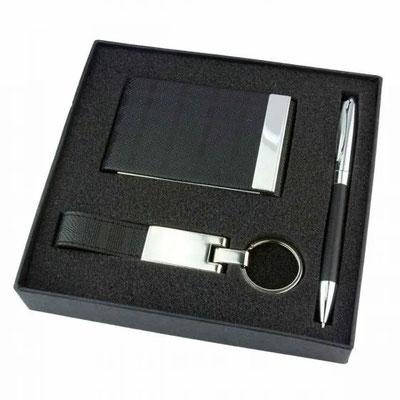 Código 61200 SET PRINCE. Incluye llavero, tarjetero, bolígrafo y estuche.  Material: Curpiel / Metal.  Tamaño: N/A.