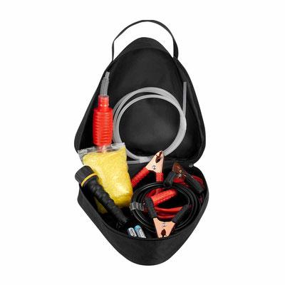 HER 054  SET DE EMERGENCIA POLTAVA (Contiene cables pasacorriente, bomba manual para gasolina, linterna con batería incluida (2 pilas AA), poncho de plástico y funda con triángulo reflejante.)   Material:  Tela / Plástico / Metal.    Tamaño:   28.5 x 27.5