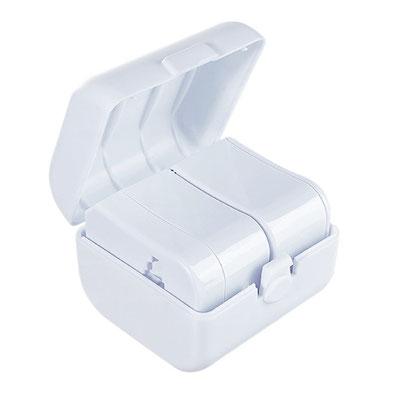 Código ADC 008 -ADAPTADOR TRAVELER- Adaptador universal con protector de seguridad para niños, indicadores de voltaje y con 4 diferentes tipos de clavijas. Incluye funda y estuche. Material: Plástico. Tamaño: 6.3 x 6 cm.