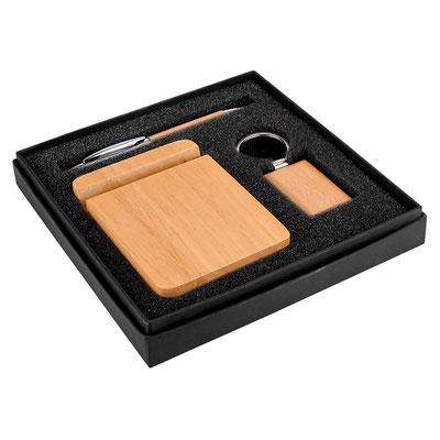 Código 61100  SET LUBOKA (Incluye bolígrafo, llavero, base para smartphone y caja de regalo.)   Material: Madera.