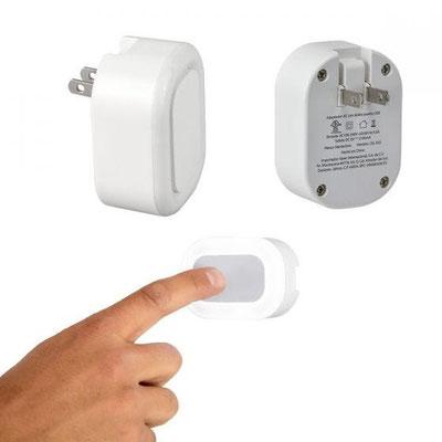 Código Cel 032 ADAPTADOR SORK (Adaptador de corriente con doble entrada USB para smartphone y tablet. Función luz de noche con encendido touch y 3 niveles de intensidad.)   Matrial: Plástico.  Medida: 7 x 5 cm.