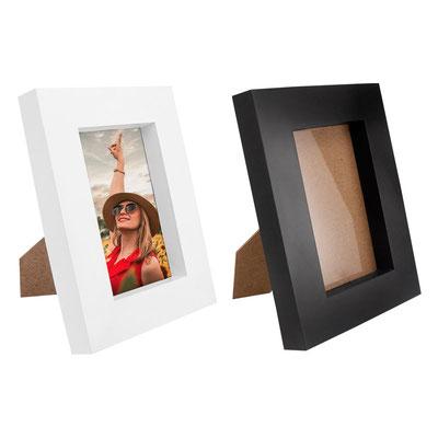 Código PRT 115 -PORTARRETRATO LAUSANA (2 Posiciones: horizontal y vertical. Tamaño de la foto 10 x 15 cm.)- Tamaño de la foto 10 x 10 cm. Material: Plástico. Tamaño: 16 x 21 cm