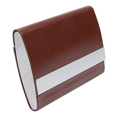 Código M 83450  TARJETERO. Tarjetero horizontal. Doble compartimento. Material: Curpiel / Metal. Tamaño: 9.5 x 6.5 cm.
