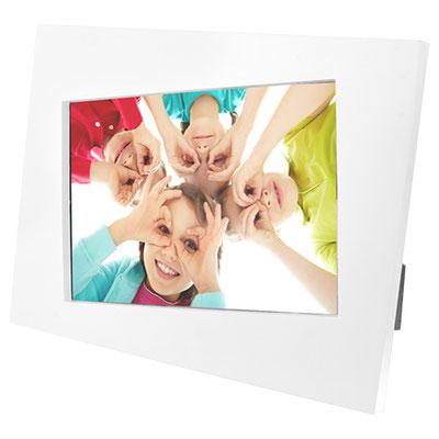 Código PRT 005 -PORTARRETRATOS PAGLIA (2 Posiciones: horizontal y vertical. Tamaño de la foto 15 x 10 cm. Material: Plástico. Tamaño: 22 x 17 cm.