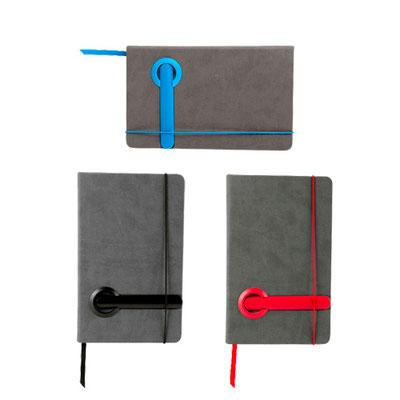 Código HL  2080  LIBRETA SUAZI (80 Hojas de raya. Incluye separador de hojas, boligrafo de plastico y elastico para cerrar.)  Material: Curpiel / Plástico.  Tamaño: 13.5 x 21.5.