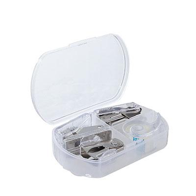 Código PRO 519  MINI KIT DE ESCRITORIO (Contiene: Engrapadora, perforadora, despachador de cinta y quita grapas.)  Material:  Metal / Plástico.  Tamaño: 9.2 x 6 cm.
