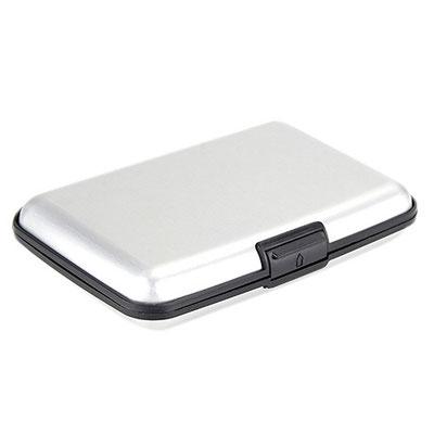 Código  M 83500 TARJETERO . Con 6 espacios para tarjetas. Material: Plástico / Aluminio. Tamaño: 10.5 x 7 cm.