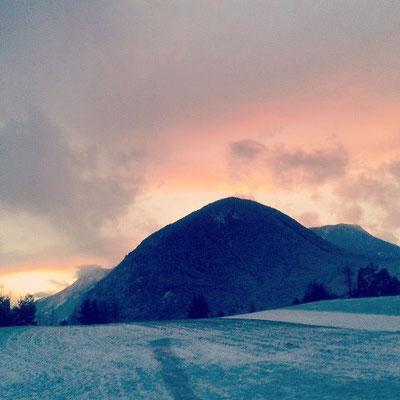 Sonnenuntergang in den österreichischen Alpen.