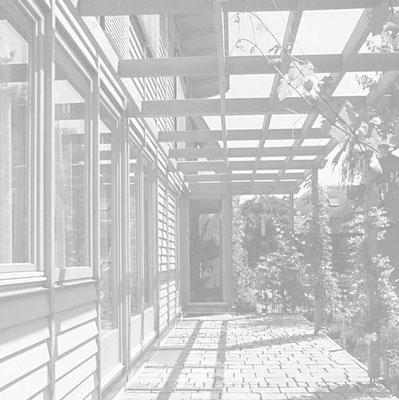 Niedrigenergiehaus Holz Sonnenfassade