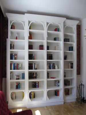 Bücherregal weiß lackiert