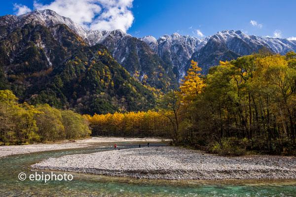 秋の上高地と梓川