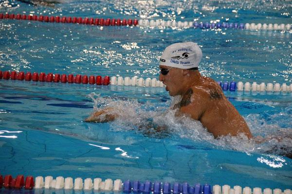 Silas hat bei den 100m Brust die Nase vorn © Gerd Jürgensen