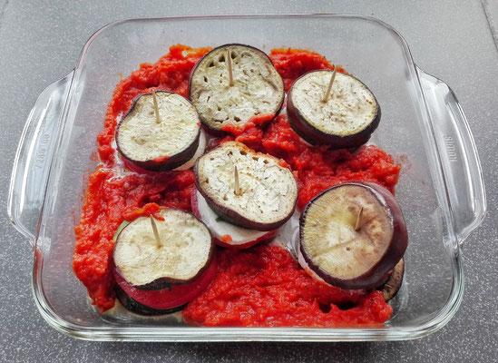 Groentetorentjes met tomaten-paprikasaus