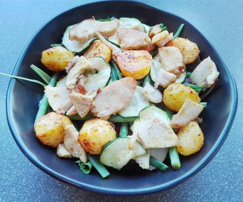 Krieltjessalade met gegrilde kip en honingmosterddressing