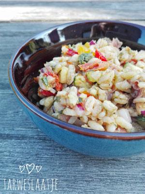 Tarweslaatje met geroosterde groenten, gerookte ham en pesto