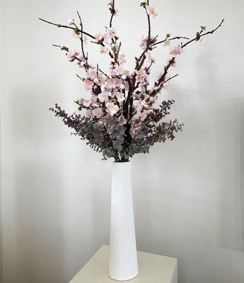 Kirschblüten in Vase