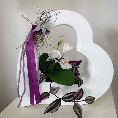 orchideen in einem offenen herzen