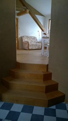 Treppe zum Wohn- und Schlafbereich