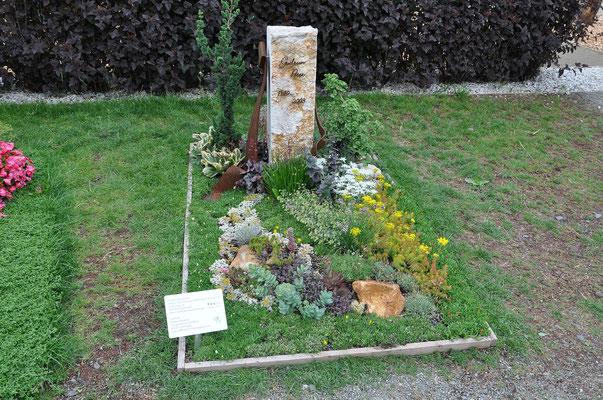 Grabgestaltung von H. Graf | Kakteengarten Oettingen