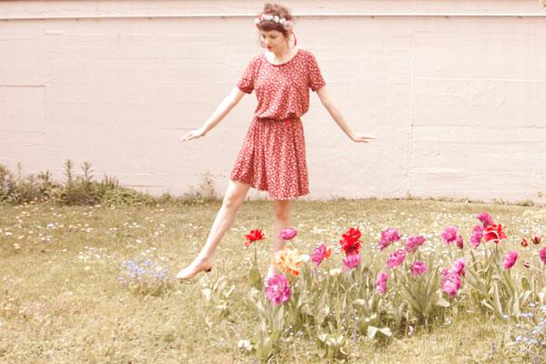 Summer is calling - Jerseykleid mit Krempelärmel und Gummizug in der Taille.