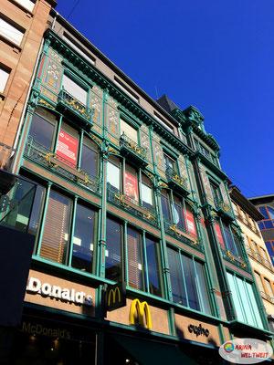 ein McDonald's in so einem schönen Gebäude
