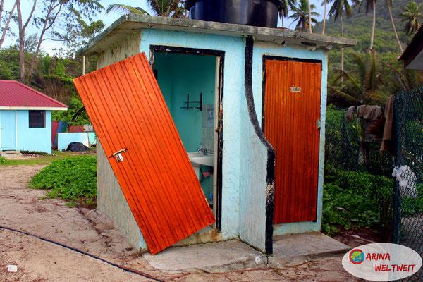 Wozu braucht man denn auch eine Tür auf Toilette???