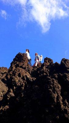 Leo und ich haben die Felsen erklommen. (Danke für das Bild, Kathi!)