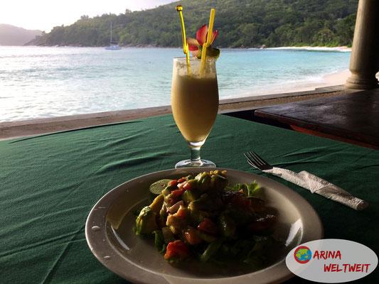 So lässt es sich leben: Bei diesem Ausblick den geilsten Avocadosalat der Welt genießen...