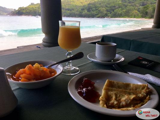 frische Pancakes, leckerer Obstsalat und frisch gepresster O-Saft.... Kaffee konnten sie auch hier nur mäßig