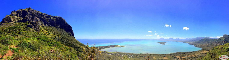 Blick auf den Norden von Le Morne und die Westküste von Mauritius (mit Ile aux Benitiers)