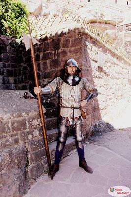 Dieser Ritter begrüßte uns am Eingang.