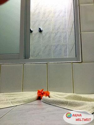 Sogar im Bad findet man überall Blüten.