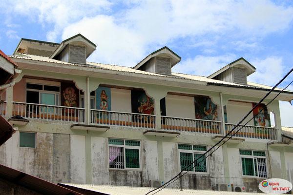 Hindu-Gottheiten an Wohnhäusern