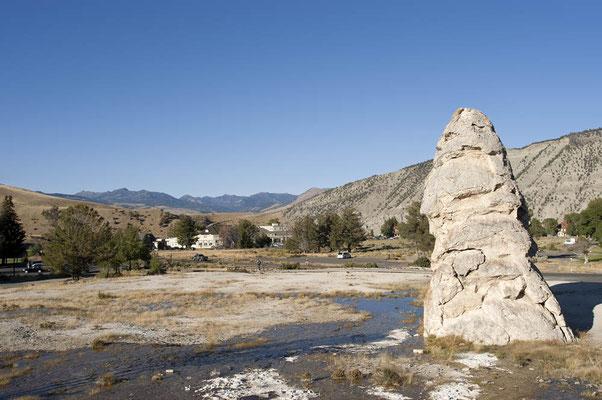 Liberty Cap, Mammoth Hot Springs / ch059285