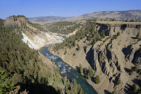 Calcite Springs und Yellowstone-Fluss / ch059689