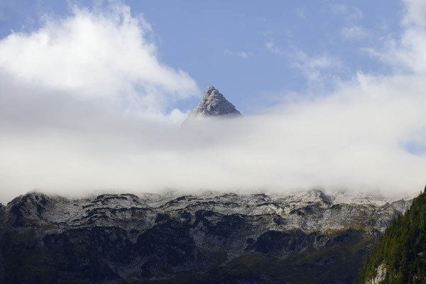 Kreuzreifhorn ragt aus den Wolken, Loferer Steinberge, Österreich / ch164735