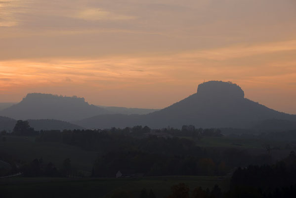 Königstein und Lilienstein bei Sonnenuntergang, Sächsische Schweiz, Sachsen / ch193679