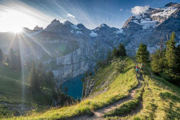 Weitwandern ohne Gepäck Bärentrek-Via Alpina vom Berner Oberland in die Westschweiz: Oeschinensee