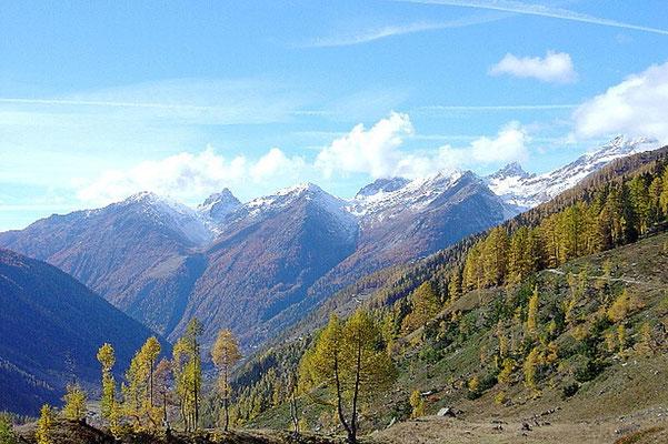 Weitwandern ohne Gepäck vom Berner Oberland ins Wallis: Lötschental