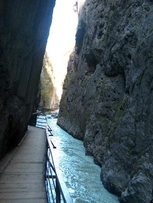 Wanderreise mit Gepäcktransport im Welterbe Jungfrau-Aletsch: Aareschlucht