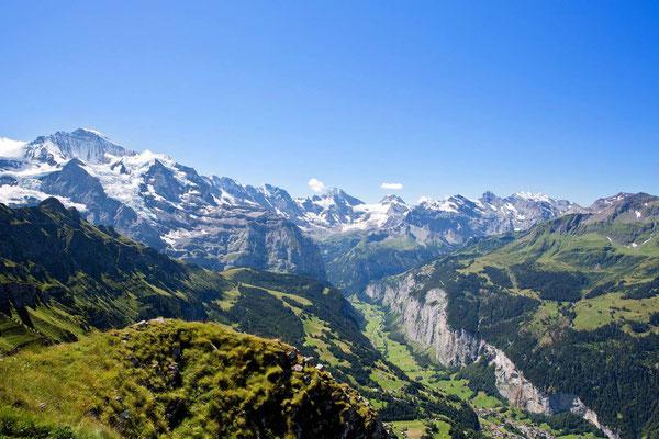 Weitwandern ohne Gepäck Bärentrek-Hintere Gasse Berner Oberland: Blick ins Lauterbrunnental